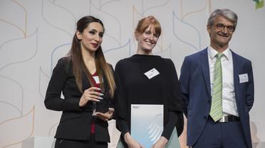 Marie Rövekamp gewinnt in der Disziplin Text den Kausa-Medienpreis für ihren im Tagesspiegel erschienenen Artikel