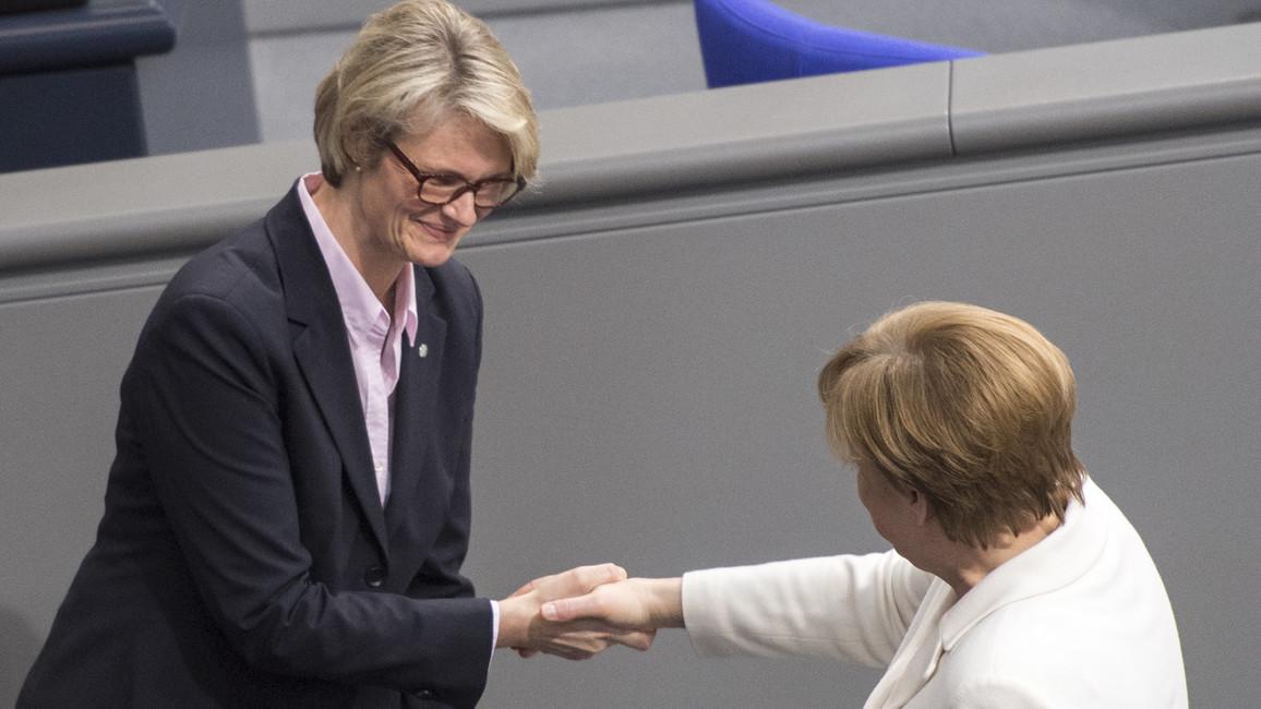 Bundeskanzlerin Merkel gratuliert Anja Karliczek zur Ernennung zur Bundesministerin für Bildung und Forschung