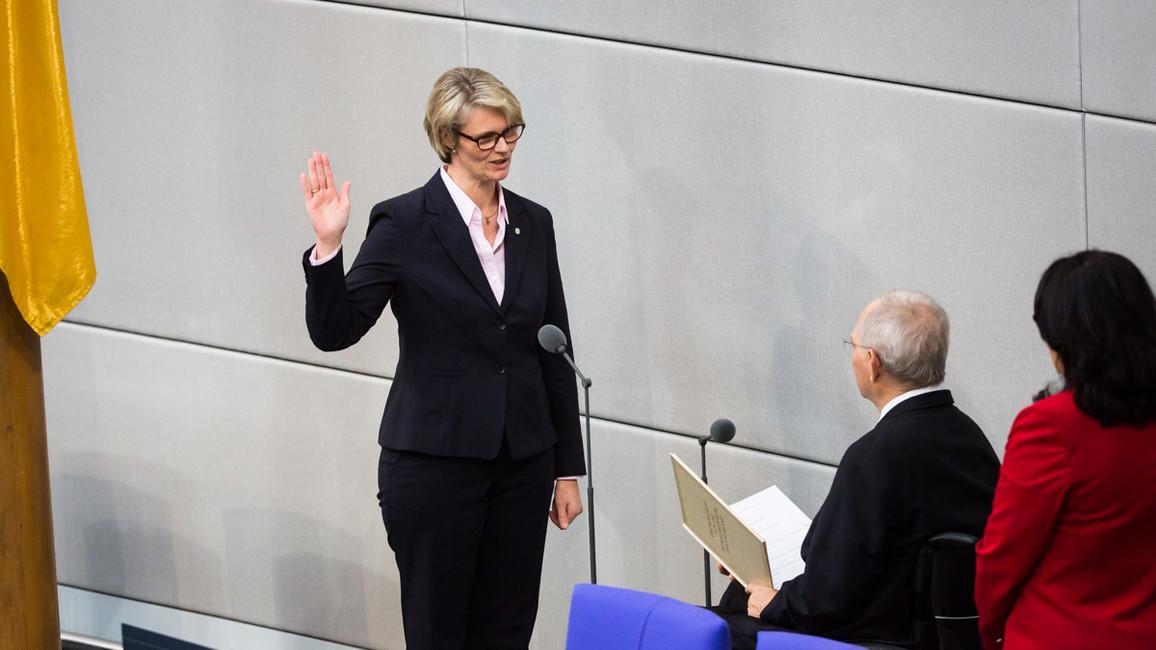 Bundesministerin Anja Karliczek legt den Amtseid ab