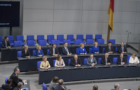 Blick auf die Regierungsbank nach der Vereidigung der Bundesministerinnen und Bundesminister
