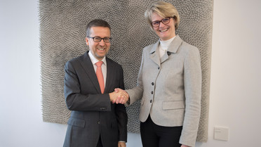 Bundesministerin Anja Karliczek begrüßt in Berlin EU-Kommissar Carlos Moedas