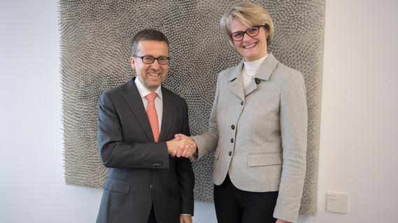 Bundesministerin Anja Karliczek begrüßt in Berlin EU-Forschungskommissar Carlos Moedas
