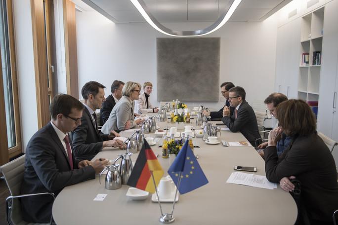 Bundesministerin Anja Karliczek und EU-Forschungskommissar Carlos Moedas bekräftigen die Bedeutung der europäischen Zusammenarbeit
