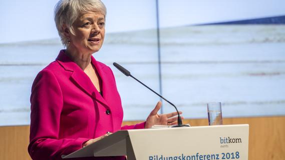 Cornelia Quennet-Thielen, Staatssekretärin im Bundesministerium für Bildung und Forschung, während ihrer Rede im Rahmen der Bildungskonferenz 2018