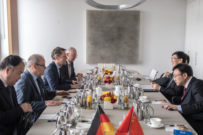 Georg Schütte, Staatssekretär im BMBF, trifft in Berlin mit dem stv. Bürgermeister von Peking, YIN Hejun, zusammen