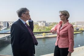 In Berlin empfing Anja Karliczek Bill Gates zu einem bilateralen Gespräch zum Thema Forschung zu globaler Gesundheit.