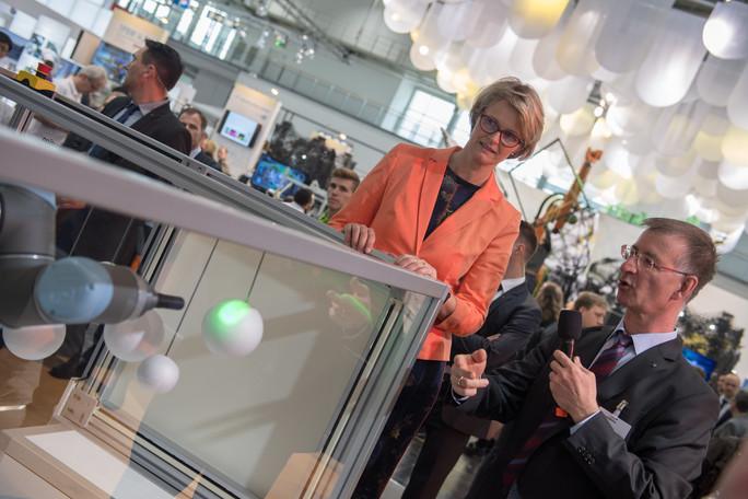 Im Projekt 3D Sensation entwickeln Forschende eine Technik zum räumlichen Erkennen bewegter Objekte. Das soll künftig die Zusammenarbeit zwischen Mensch und Maschine erleichtern.