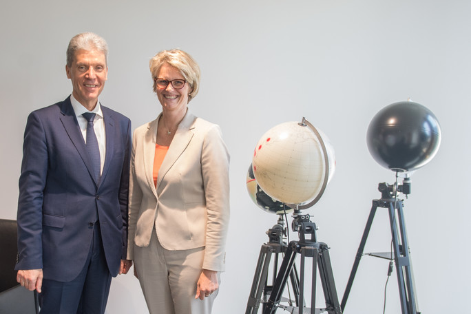 In Berlin traf Bundesministerin Anja Karliczek mit dem Präsidenten der Kultusministerkonferenz (KMK), Helmut Holter, zusammen.