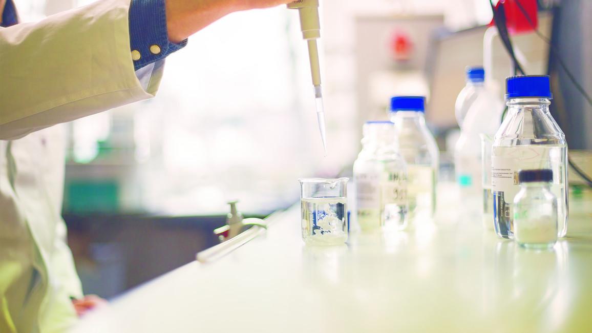 Hochwertige Rohstoffe aus Plastikmüll gewinnen - BMBF