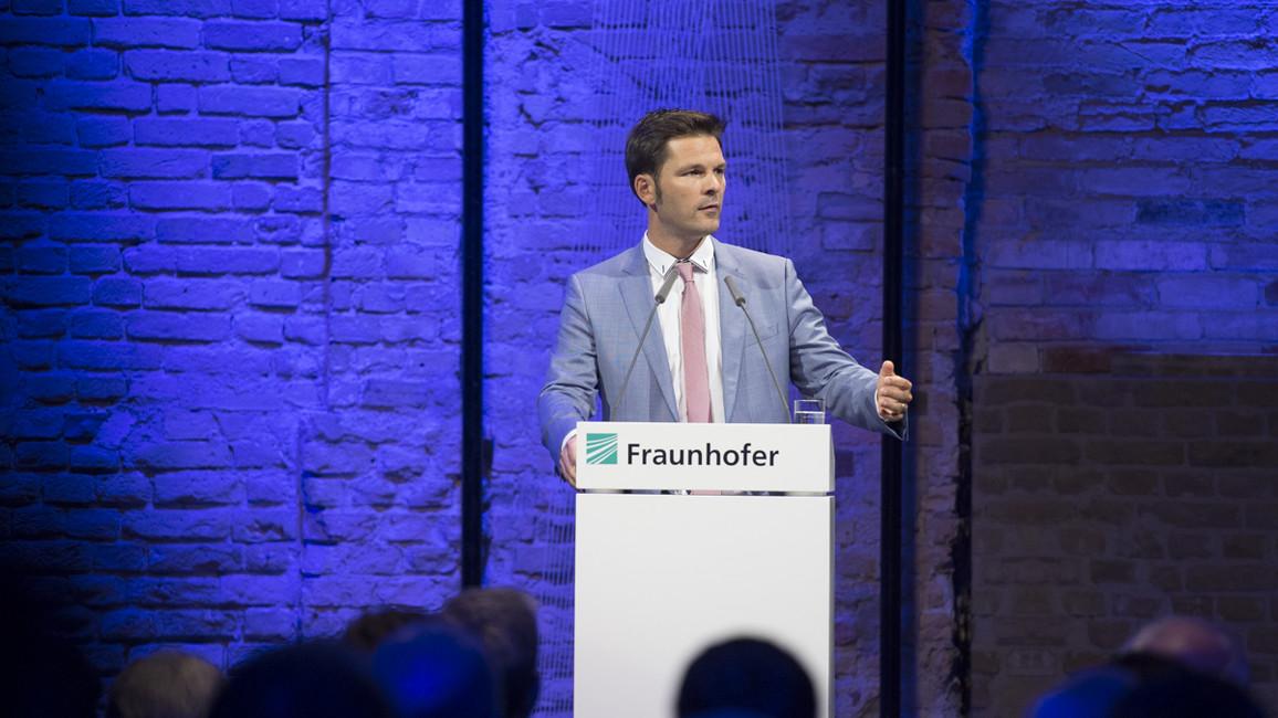 Steffen Krach, Staatssekretär für Wissenschaft und Forschung im Senat von Berlin, während seiner Rede