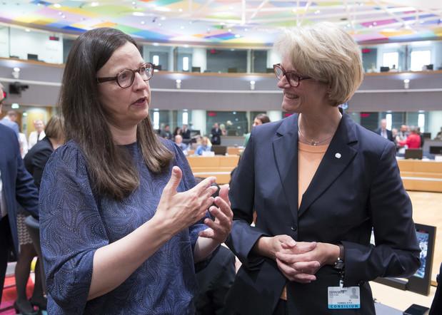 Bundesministerin Anja Karliczek im Gespräch mit europäischen Amtskollegen.