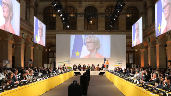 """""""Wenn es gelingt, die Kooperation unserer Hochschulen auf ein neues Niveau zu heben, kann Europa in wichtigen Zukunftsfeldern wie der Digitalisierung voranschreiten"""", sagt Bundesbildungsministerin Anja Karliczek in Paris."""