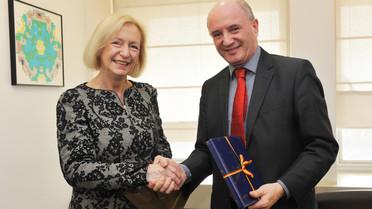 Johanna Wanka und Daniel Zajfman, Präsident des Weizmann-Instituts.