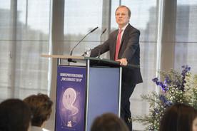 Thomas Rachel, Parlamentarischer Staatssekretär bei der Bundesministerin für Bildung und Forschung, während seines Grußwortes im Rahmen der Preisverleihung