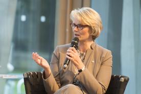 Bundesministerin Anja Karliczek diskutierte am Dienstag mit NRW-Bildungsministerin Yvonne Gebauer und Pater Tobias Zimmermann im Rahmen der Veranstaltungsreihe