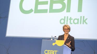 Im Rahmen ihres Meeserundgangs auf der CEBIT zeichnete Bundesministerin Anja Karliczek alle Preisträger des diesjährigen CEBIT Innovation Award aus.