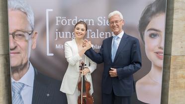 Die Gesichter der Kampagne waren natürlich auch vor Ort: Paul-Georg Knapstein (Rotary-Club) und die Geigerin Elizaveta Fediukova