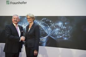 Bundesforschungsministerin Anja Karliczek gratuliert Reimund Neugebauer zum 65. Geburtstag und würdigt seine Arbeit für die Forschungslandschaft in Deutschland