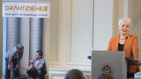 'Wir wollen moderne Berufsbilder ausbauen', sagte Staatssekretärin Cornelia Queret-Thielen.