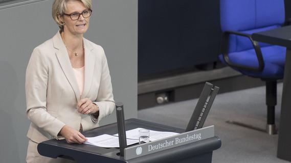 Anja Karliczek, Bundesministerin für Bildung und Forschung, im Rahmen der 2. Lesung zum Bundeshaushalt 2018
