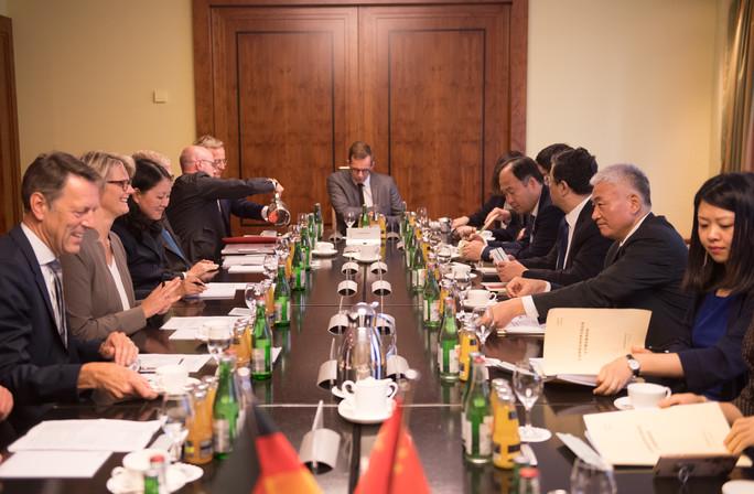 Bundesforschungsministerin Anja Karliczek trifft zu Beginn der Deutsch-Chinesischen Regierungskonsultationen ihren chinesischen Amtskollegen Wang Zhigang