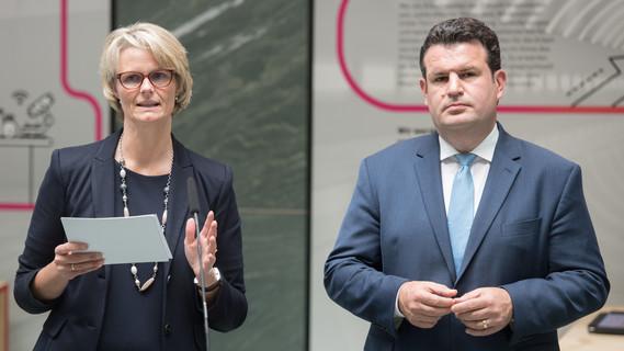 Bundesministerin Anja Karliczek und Bundesminister Hubertus Heil haben in Berlin die Eckpunkte der Bundesregierung für eine Strategie Künstliche Intelligenz vorgestellt.