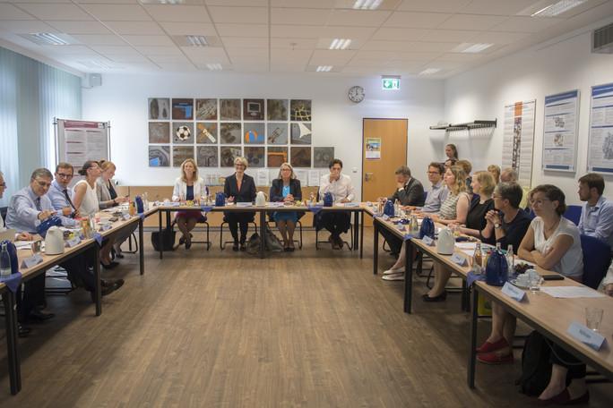 In Kiel besucht die Ministerin das Leibniz-Institut für die Pädagogik der Naturwissenschaften und Mathematik