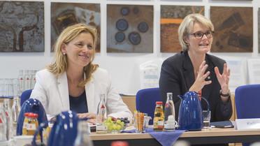 In Kiel besucht die Ministerin das Leibniz-Institut für die Pädagogik der Naturwissenschaften und Mathematik. Hier wird u.a. zur Frage