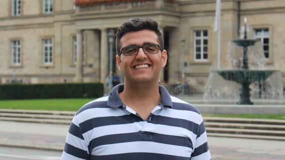 """Den Wunsch, Arzt zu werden, hat sich Joseph Yateem bewahrt. Trotz seiner Flucht aus Aleppo, trotz der Herausforderungen eines Neuanfangs in Deutschland. Das """"Refugee Programm"""" der Universität Tübingen, das vom Deutschen Akademischen Austauschdienst (DAAD) aus Mitteln des Bundesministeriums für Bildung und Forschung (BMBF) gefördert wird, hat den jungen Syrer unterstützt."""