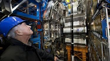 Peter Higgs beim Besuch am ATLAS-Detektor