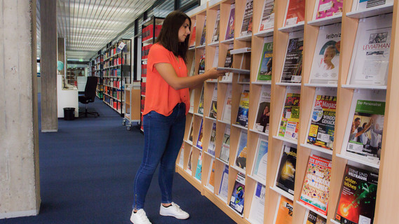 Yvonne Raschke ist Auszubildende zur Fachangestellten für Medien- und Informationsdienste, Fachrichtung Bibliothek