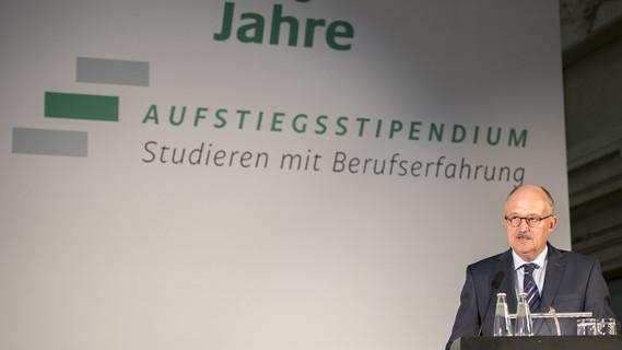 Michael Meister, Parlamentarischer Staatssekretär bei der Bundesministerin für Bildung und Forschung, während seiner Festrede.