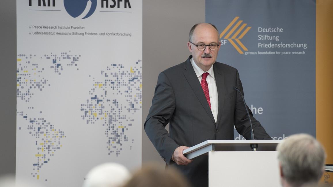 Michael Meister, Parlamentarischer Staatssekretär bei der Bundesministerin für Bildung und Forschung, während seines Grußwortes.