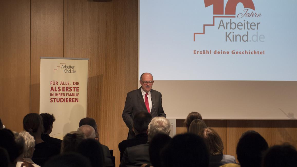 Michael Meister, Parlamentarischer Staatssekretär bei der Bundesministerin für Bildung und Forschung, während seiner Festrede