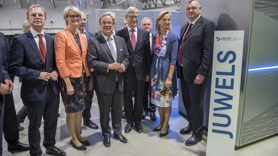 Bundesministerin Anja Karliczek zu Besuch im Forschungszentrum Jülich