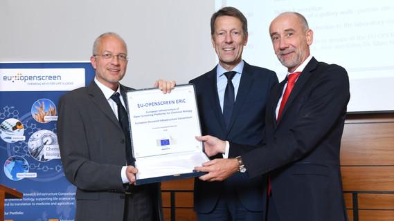 Wolfgang Fecke, Generaldirektor von EU-OPENSCREEN, Georg Schütte, Jean-Eric Paquet, Leiter der Generaldirektion Forschung und Innovation (EU-Kommission)