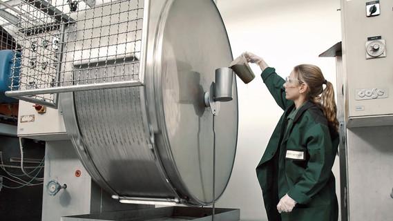 Im ersten Eurostars-Projekt, dass ab 2008 vom BMBF gefördert wurde, haben deutsche Unternehmen zusammen mit spanische Partnern ein patentiertes Gerbverfahren entwickelt, das umwelt- und gesundheitsschädliche Gerbchemikalien vollständig vermeidet.