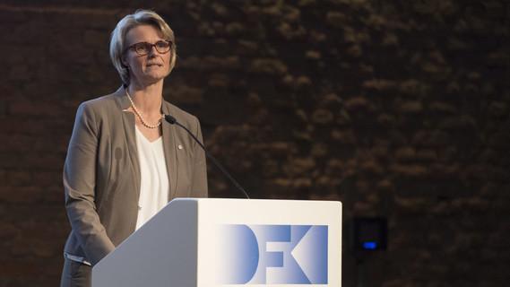 Anja Karliczek, Bundesministerin für Bildung und Forschung, während ihrer Rede im Rahmen der Festveranstaltung 30 Jahre DFKI