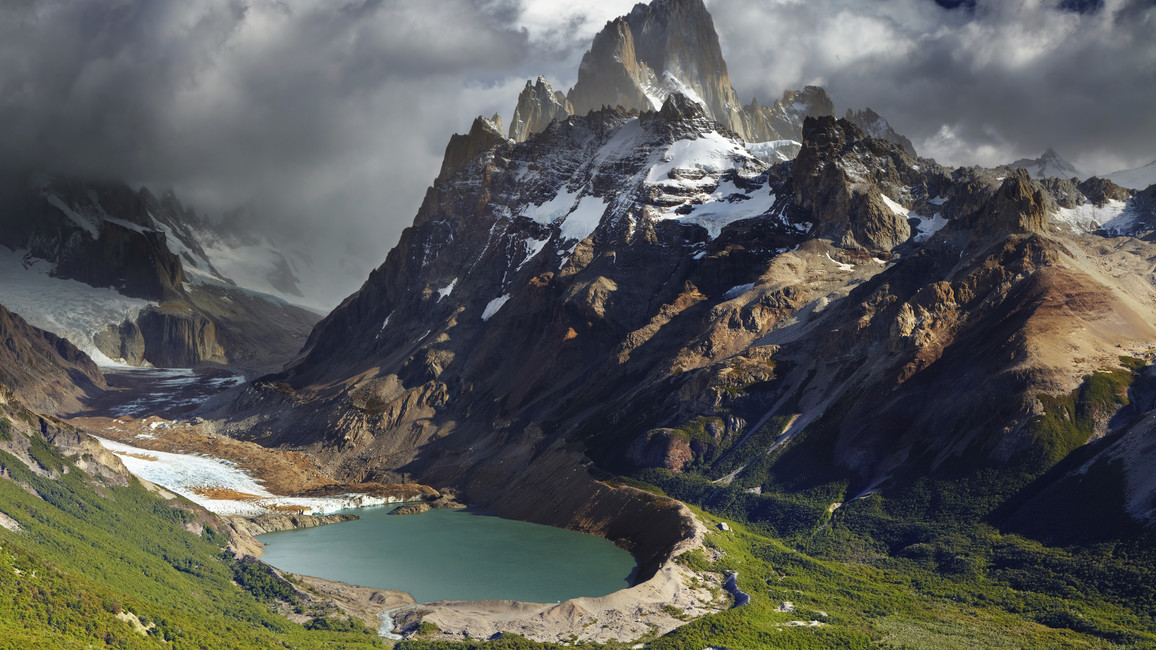 Der Fitz Roy, auch Cerro Fitzroy oder Cerro Chaltén, gelegentlich auch FitzRoy, ist ein 3406 Meter hoher Granitberg in den argentinisch-chilenischen Anden. Er ist eine der Hauptattraktionen im Nationalpark Los Glaciares.