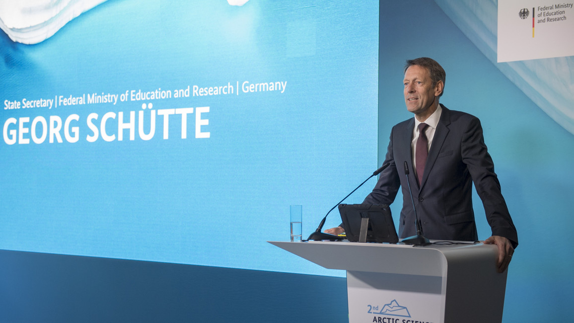 Forschungsstaatssekretär Georg Schütteeröffnet die