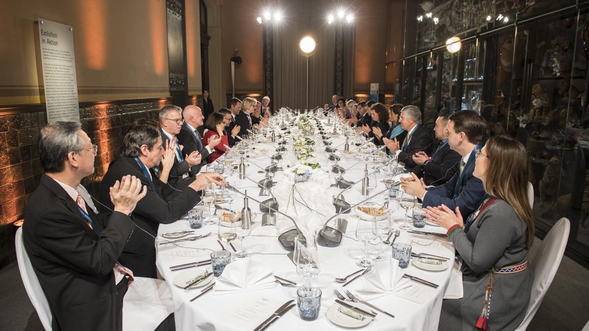 Der erste Tag der Konferenz endete mit einem gemeinsamen Abendessen in der Evolutionshalle des Naturkundemuseums