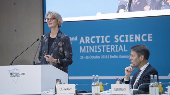 Anja Karliczek eröffnet die Konferenz