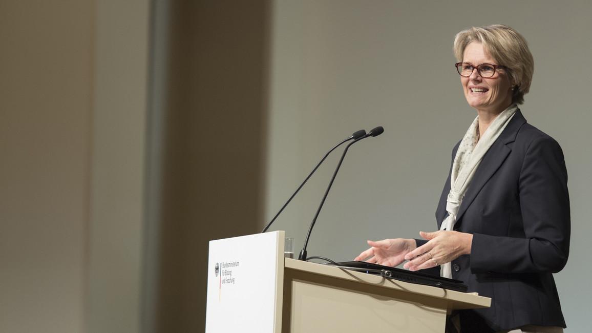 Anja Karliczek, Bundesministerin für Bildung und Forschung, eröffnet den Kongress
