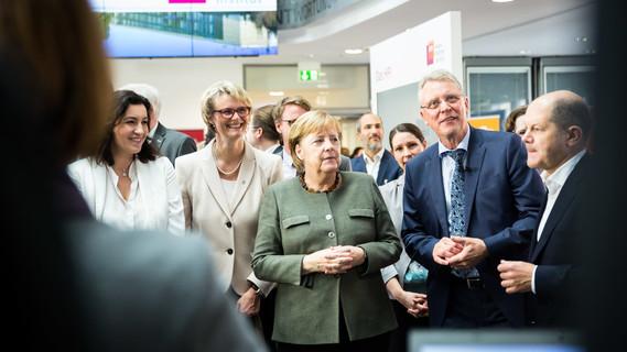Heute findet am Hasso-Plattner-Institut in Potsdam die Klausurtagung zum Thema Digitalisierung des Bundeskabinetts statt. Präsentiert wird unter anderem die Schulcloud mit Bundesministerin Anja Karliczek.