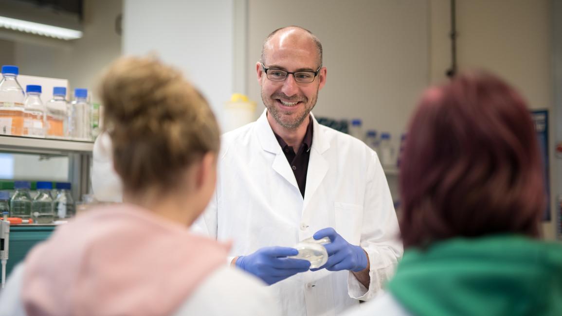 Daniel Todt im Labor