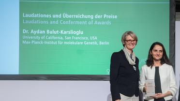 Bundesministerin Anja Karliczek verleiht den Sofja Kovalevskaja-Preis 2018 an Aydan Bulut-Karslioglu