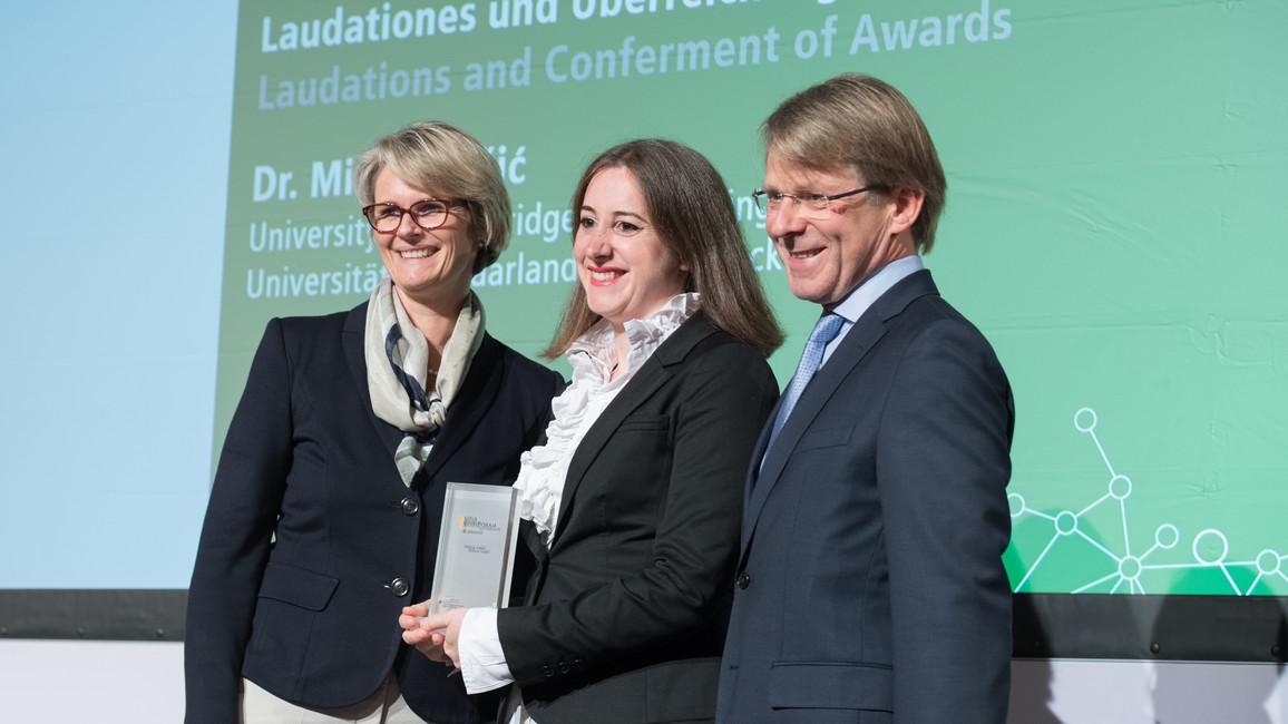Bundesministerin Anja Karliczek verleiht den Sofja Kovalevskaja-Preis 2018 an Milica Gasic