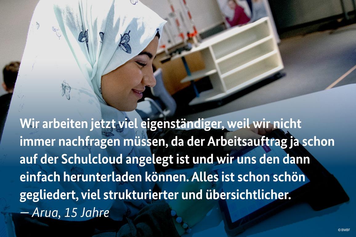 AmNürnberger Dürer Gymnasium ist die Schul-Cloud bereits im Einsatz: Auf dem Digitalgipfel 2018 erzählen Lehrerin Anna Wagner und ihre Schülerinnen und Schüler, wie diese das Lehren und Lernen erleichtert.