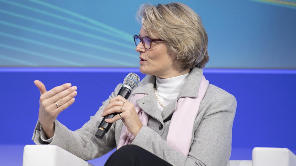 """""""Wir wollen 'KI Made in Germany' international zur anerkannten Marke machen. In Deutschland und Europa setzen wir mit dieser Strategie unseren zukünftigen Innovationsmotor in Gang"""", sagt Bundesforschungsministerin Karliczek."""