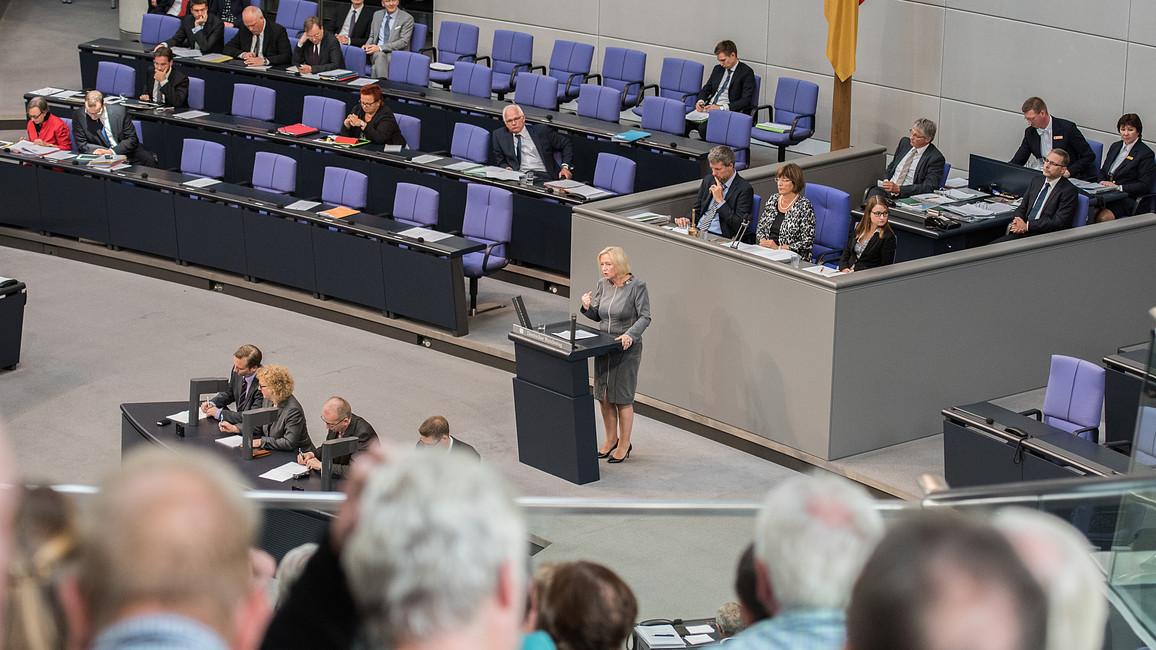 Johanna Wanka bringt den Haushaltsentwurf des BMBF vor dem Deutschen Bundestag ein